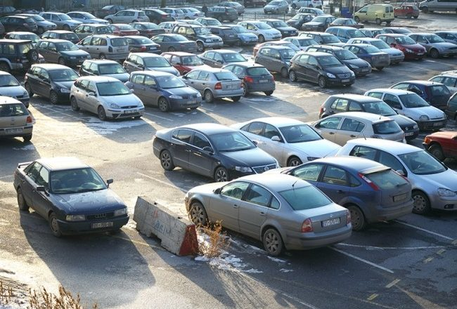 Zbulohet depoja në Vushtrri ku 'çmontohen' veturat e kontrabanduara