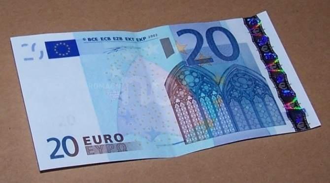 I jep policisë 20 euro, për të mos i shkruar gjobën, por përfundon në pranga