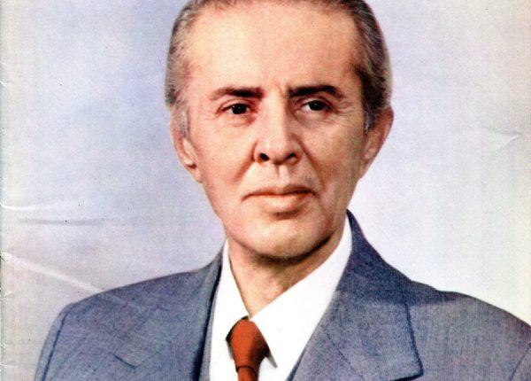 """""""Enver Hoxha ishte homoseksual dhe Nexhmija e dinte"""""""