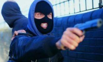Grabitje e armatosur në market, plagoset punonjësi