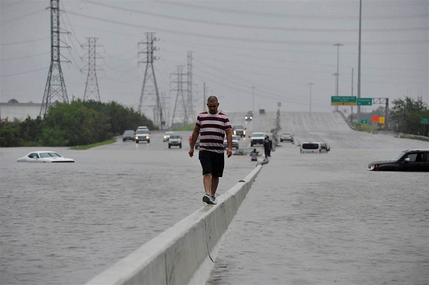 Nivelet e ujit në Teksas arrijnë mbi dy metra