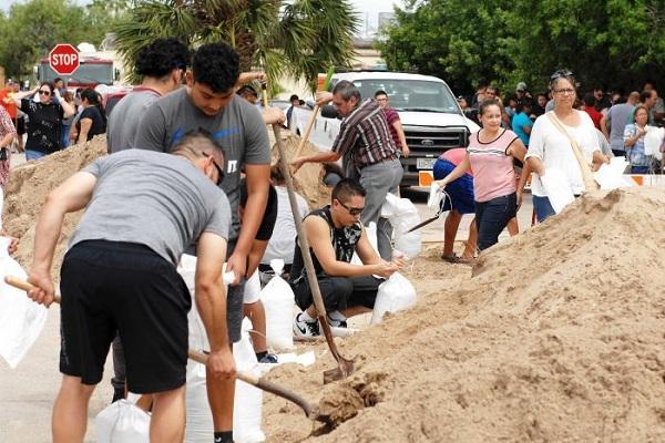 Uragani Harvey pritet të godasë Teksasin