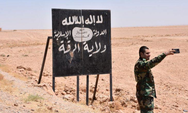 Mijëra militantë të IS-it luftojnë për mbijetesë