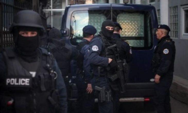 Bastisje në Mitrovicë, policia sekuestron armë dhe municion