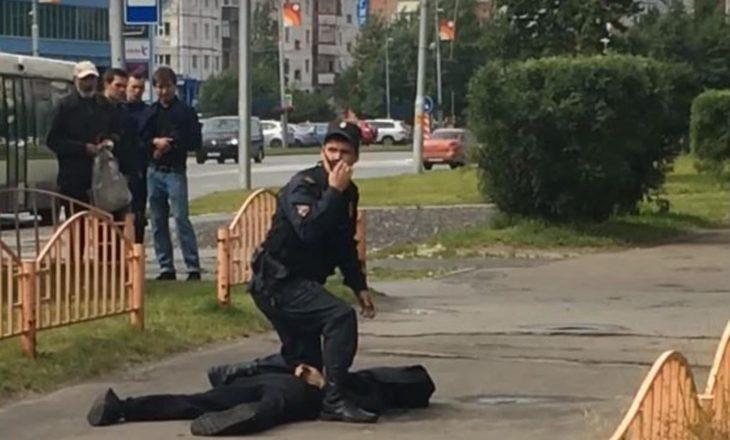 Sulm me thikë në Rusi, tetë të plagosur