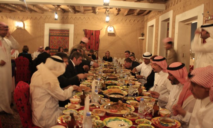 Arabia Saudite do të gjobisë ata që hedhin ushqimin