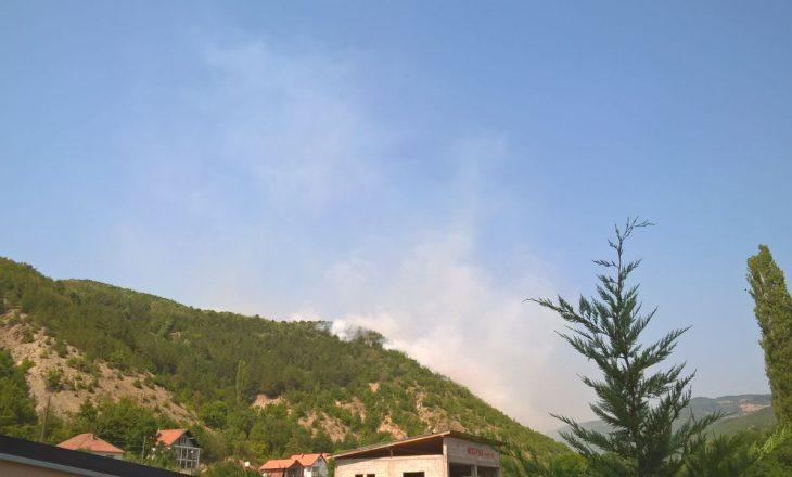Mitrovicë: Zjarr në malin e fshatit Rekë – fare pranë shtëpive