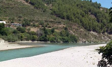 Mbytet në lumin Vjosa një 49-vjeçar