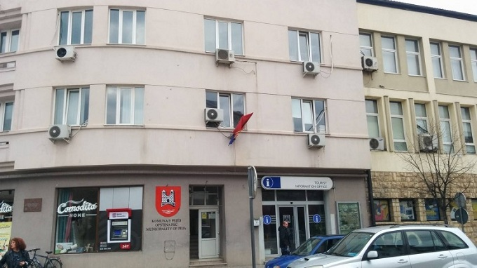 Aktakuzë për zyrtarin e komunës së Pejës – dëmtoi buxhetin 30 mijë euro