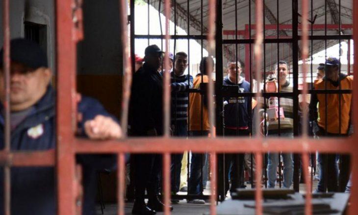 Rrihen shqiptarët mes vete në një burg në Itali