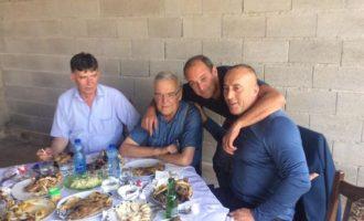 Kandidati për kryeministër e feston Kurban Bajramin me birrë