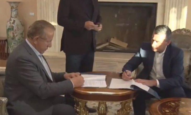 Një orë pasi thotë s'ka koalicion me PDK-në, Pacolli nënshkruan me Veselin