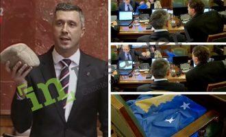 Pas gurit, edhe flamuri i Kosovës në Parlamentin e Serbisë