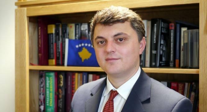 """Ambasadori i Kosovës: Huffington Post e vuri nëntitullin për  """"mëkatin e konvertimin në Islam"""""""