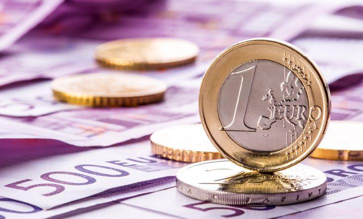 Rritja e pagave në sektorin publik: sa euro me shumë do të përfitojnë punëtorët e shtetit?