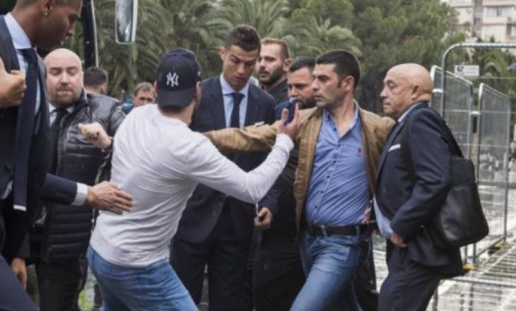 """Ronaldo """"sulmohet"""" në Qipro, tifozi u maskua si gazetar [Video]"""