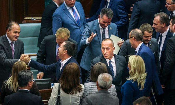 Haradinaj: Shërbyesit civil duhet t'i grahin për t'iu rritur paga