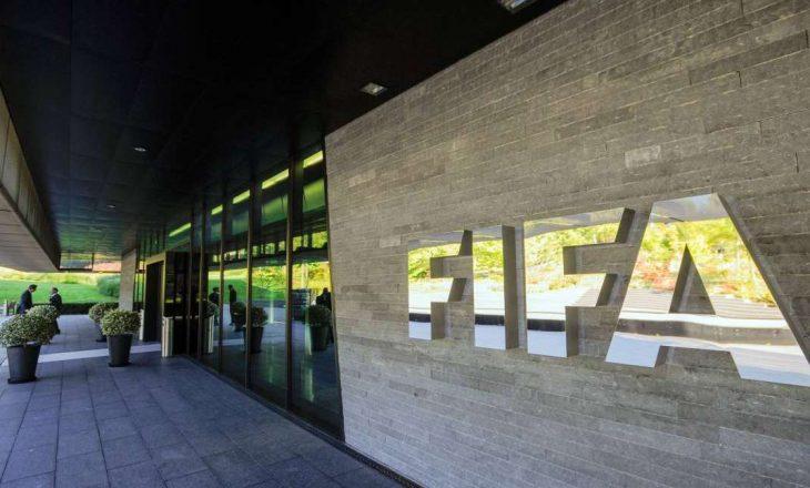 FIFA përjashton përjetë tre ish-zyrtarë të lartë të futbollit