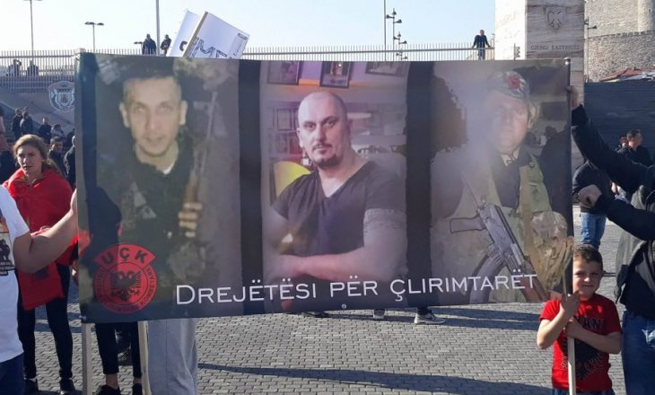 """Me thirrjet """"Poshtë Shovenizmi"""", """"Pa drejtësi nuk ka shtet"""", u protestua sot në Shkup"""