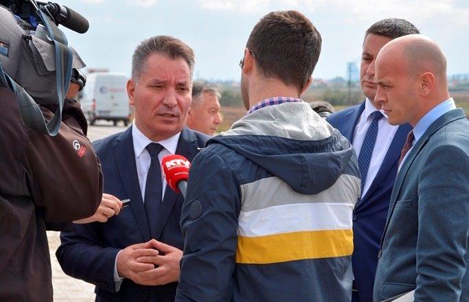 Ministri Lekaj viziton Aeroportin e Gjakovës