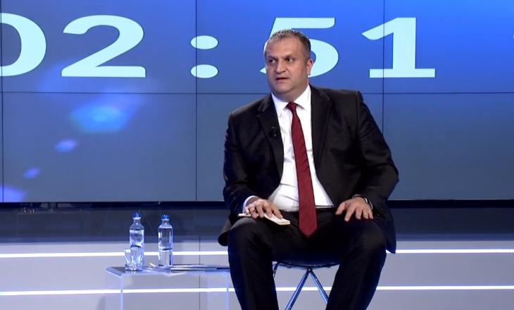 """Ahmeti thotë se Abrashi """"ia fut kot"""" për investimet 1.2 miliardë"""