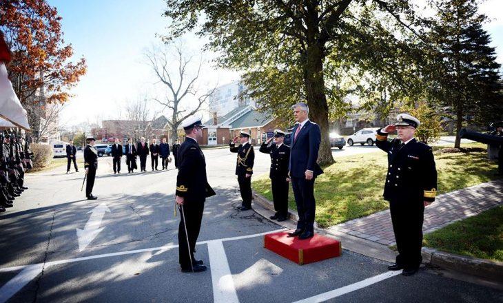 Presidenti viziton bazën ushtarake ku Kanadaja priti refugjatët nga Kosova
