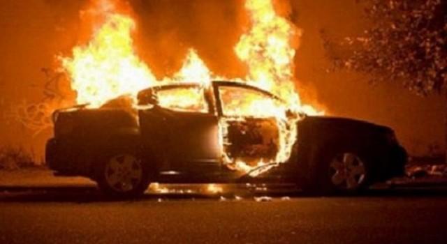 Ia djegin veturën në oborr të shtëpisë