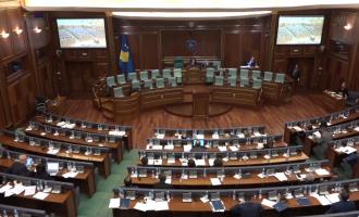 """33 deputetë i """"mbijetojnë"""" seancës për buxhetin – vendosin të pushojnë"""