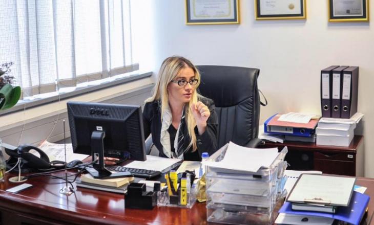 Këshilltarja e Haradinajt thotë se Kosovës nuk i duhet gjykatë raciste