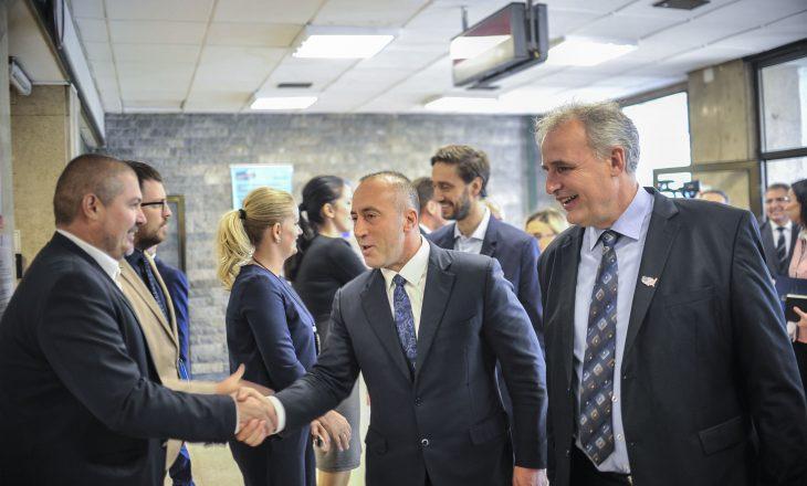 Pas rritjes së pagave, Zyra e Kryeministrit blen pajisje të teknologjisë informative