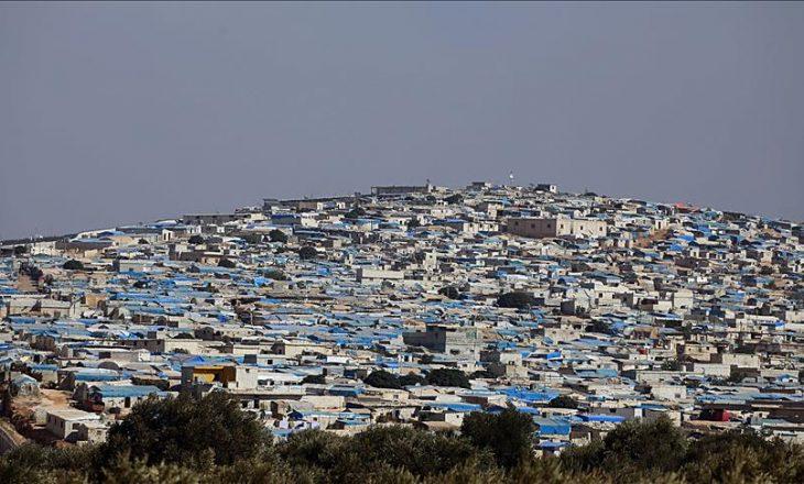 Rreth 700 mijë refugjatë ndodhen në kampet në kufirin Turqi-Siri