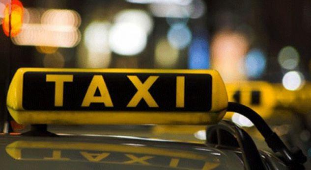 I merr si pasagjerë, taksistin nga Durrësi e dhunojnë dhe i marrin makinën