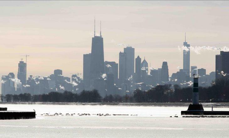 Chicago rrethohet nga akulli, banorët paralajmërohen për rrezikun e ngricave