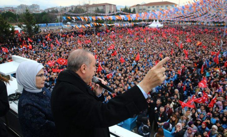 """""""Reagimi i Erdoganit pas deportimeve, në vazhdën e prirjeve të tij autokrate"""""""