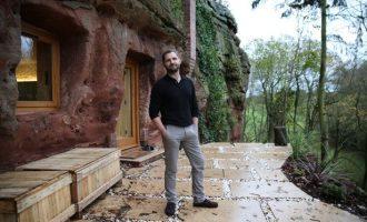 Milioneri i cili braktisi qytetin për të jetuar në shpellë