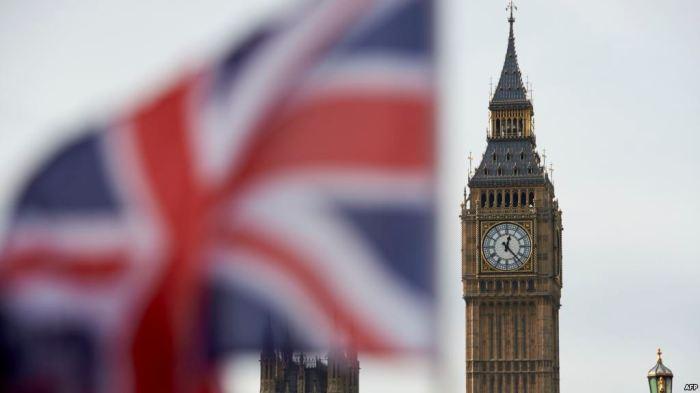 Mbretëria e Bashkuar vazhdon të mbetet vendi me më shumë viktima nga COVID-19 në Evropë