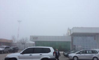 Kryeministri malazez ende nuk mbërrin në aeroport – shkak mjegulla e madhe