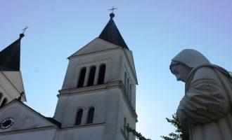 Vidhet kisha katolike në fshatin Letnicë