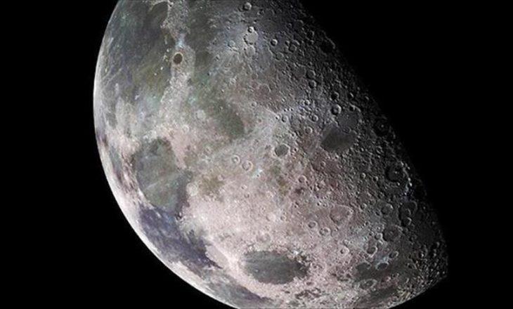 NASA po paguan një dollarë kompaninë e cila mbledh gurë nga hëna