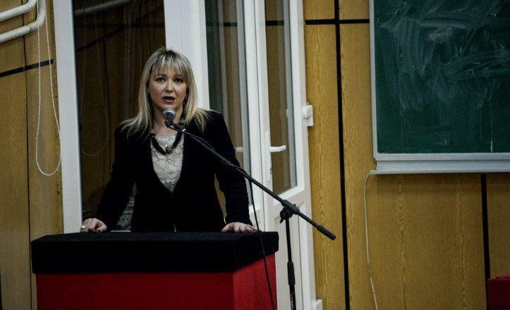 Ngacmime seksuale në UP – Prorektorja fajëson veshjet provokative të femrave