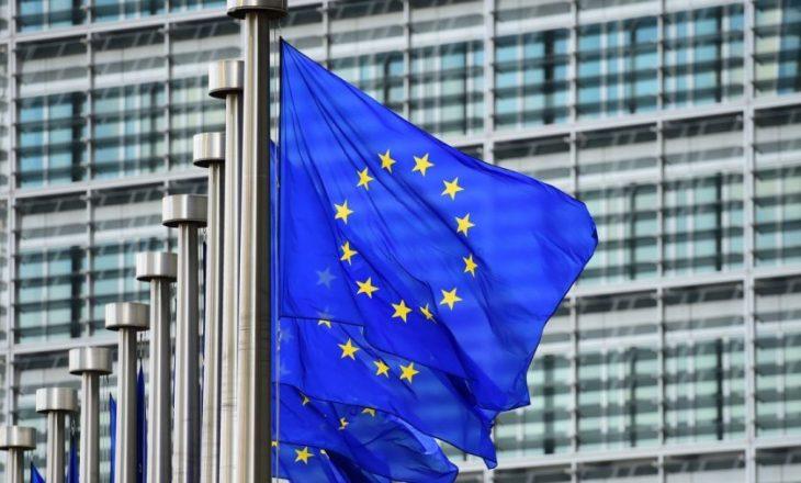 Bashkimi Evropian ndan 3,3 miliardë euro për Ballkanin Perëndimor