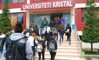 """Mbi 200 kosovarë dyshohet se blenë diploma në """"Kristal"""""""