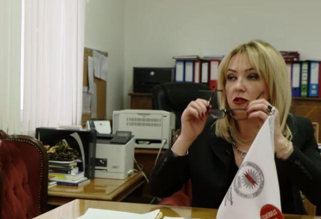 """Shfajësimi sipërfaqësor i prorektores për deklaratën mbi """"veshjet dhe ngacmimet seksuale"""""""