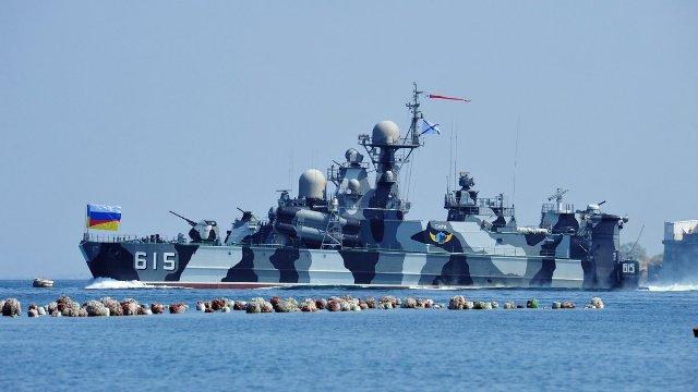 """""""Zmbrapsen"""" rusët – largojnë 11 anije luftarake nga Siria"""