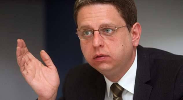 """Serbia ia vazhdon mandatin """"ambasadorit"""" të saj në Kosovë"""