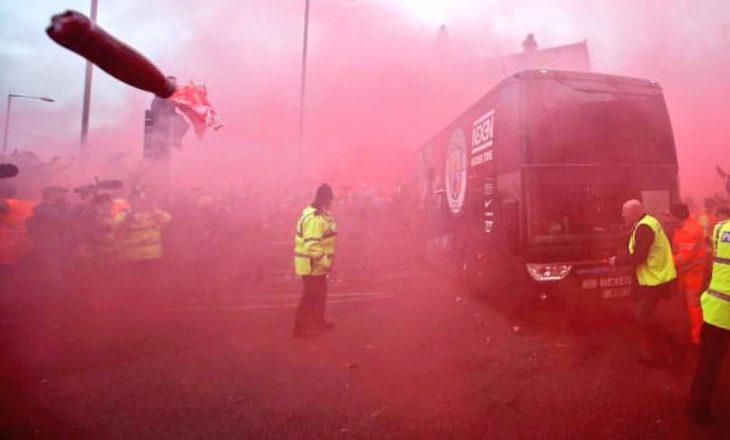 Shkatërrohet autobusi i Manchester Cityt – Liverpooli dënon veprimin e tifozëve