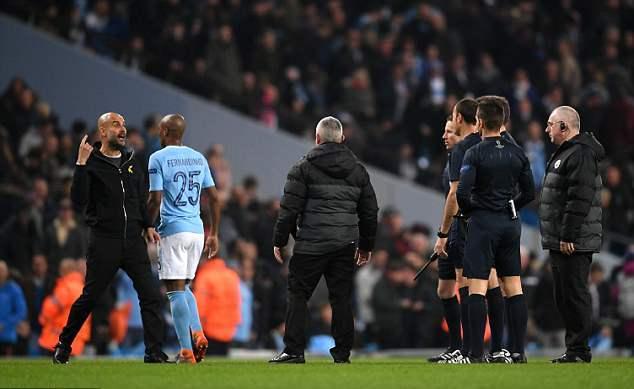 Guardiola akuzon rëndë gjyqtarin për humbjen