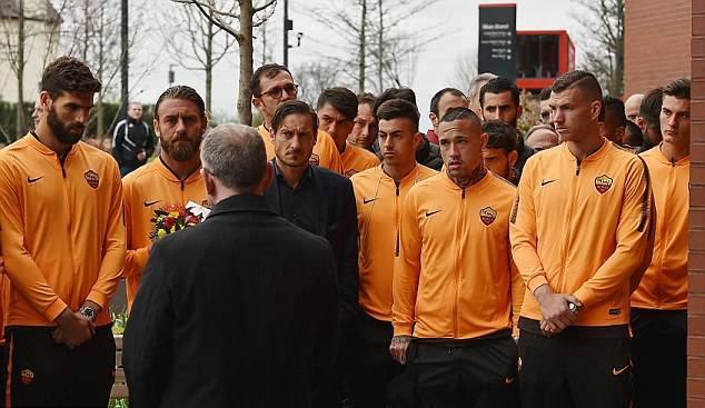 Gjesti i futbollistëve të Romës me të arritur në Liverpool (Foto & Video)