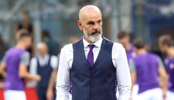 Shikoni çfarë bën trajneri i Fiorentinës për ta kujtuar Davide Astorin (Foto)