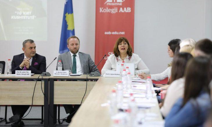 Gjyljeta Mushkolaj: Kushtetuta e Kosovës nuk e ndalon bashkimin me Shqipërinë